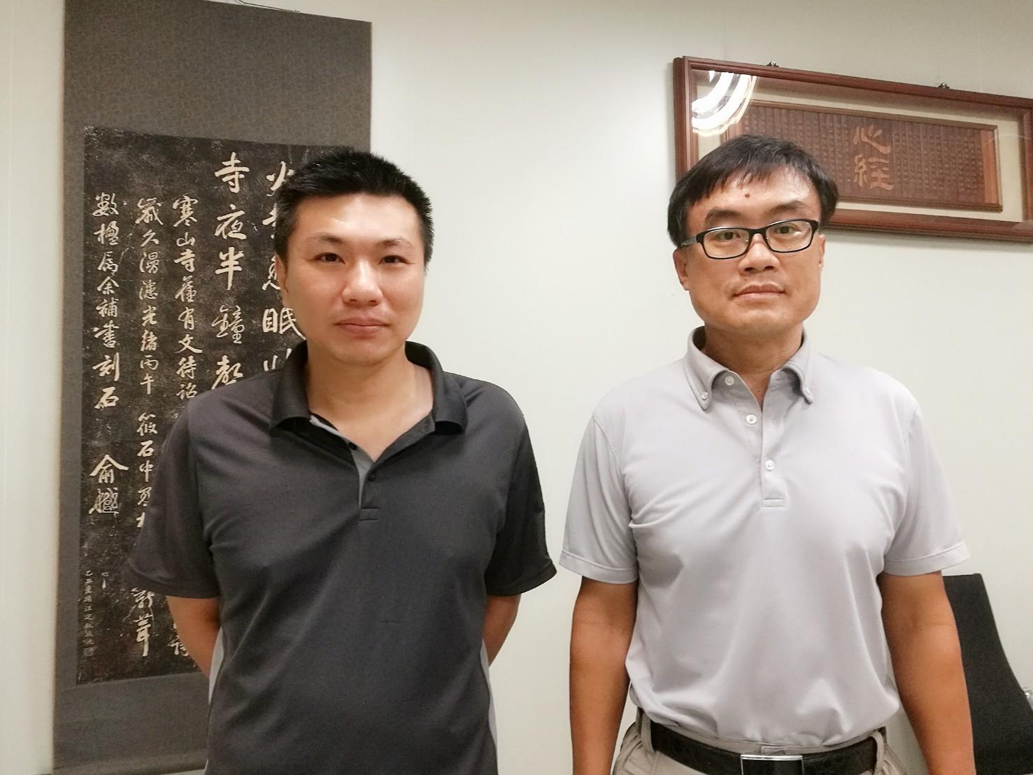 總經理-陳文復先生(右)及研發主管-賴盈憲先生(左)